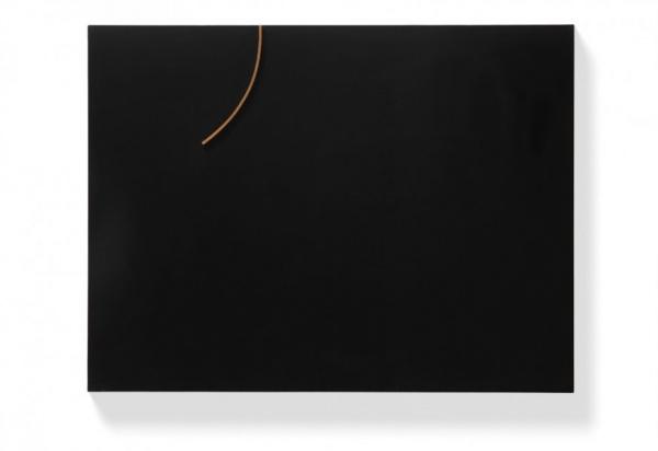 Černý reliéf II / 1969 / dřevo, lak, měď / 83×110 × 6'7 cm / soukromá sbírka / foto: Martin Polák
