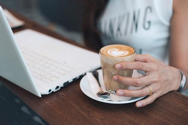Cítíte se po kávě lépe?