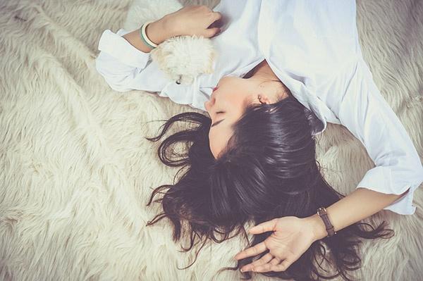 V období menstruace je důležité si najít čas na odpočinek.